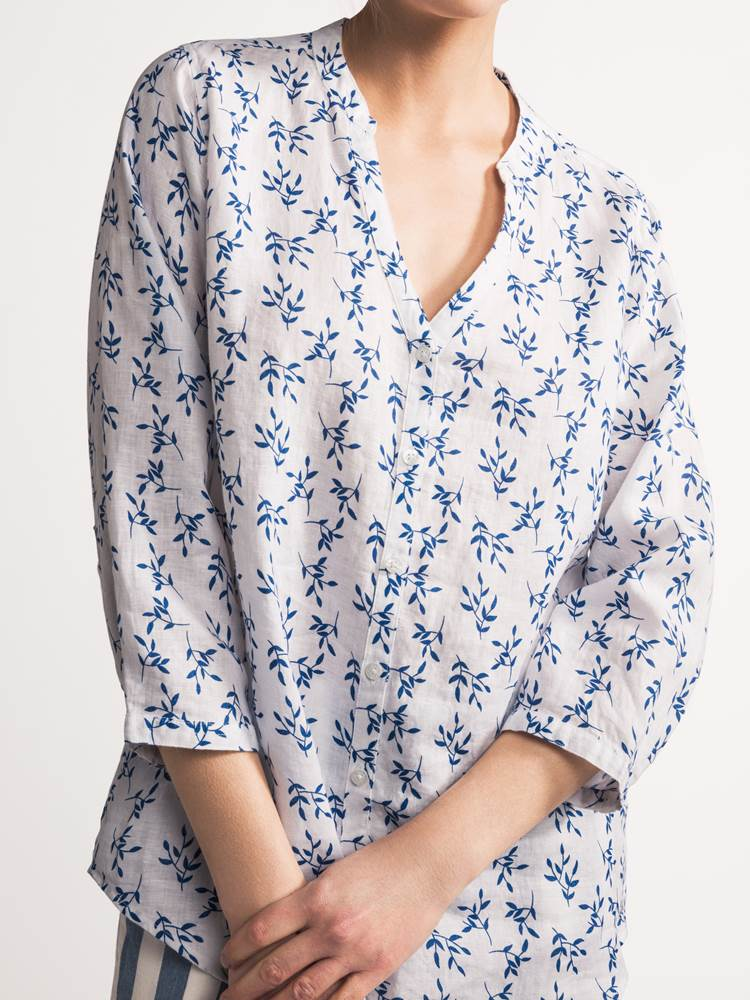 Lucia Blomstret Linbluse 7237958_JEAN PAUL_LUCIAFLORAL LINEN BLOUSE_DETAIL_S_O68_Lucia Blomstret Linbluse O68.jpg_