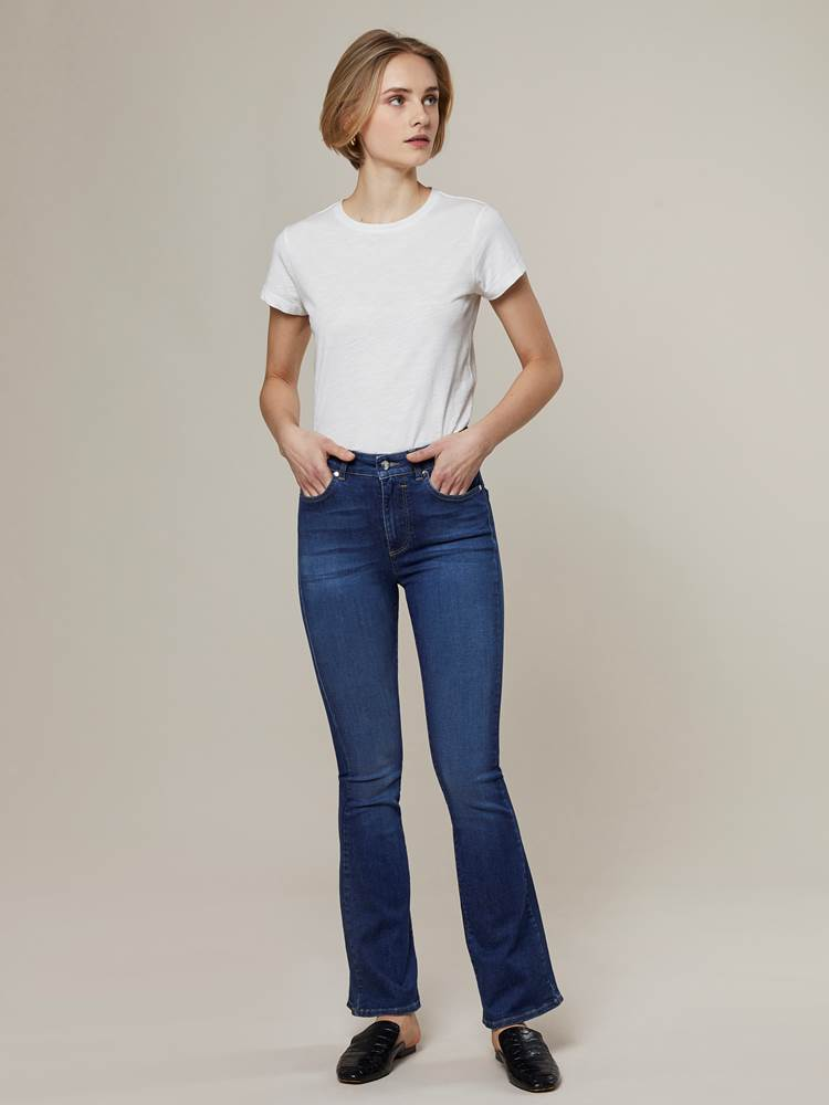 Ine Highwaist Flared Jeans 7244345_D04-JEANPAULFEMME-A20-Modell-front_3807_Ine Highwaist Flared Jeans D04.jpg_Front||Front