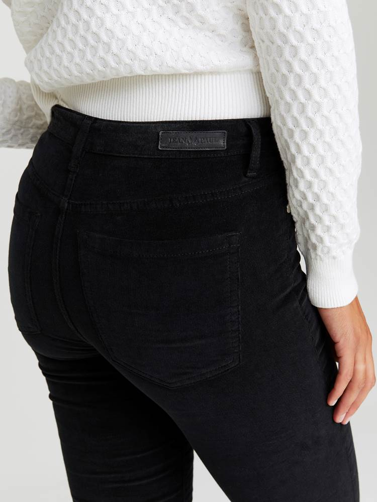 Sabine Cord Bukse 7244329_CAB-JEANPAULFEMME-A20-Modell-back_18744_Sabine Cord Bukse CAB.jpg_Back  Back
