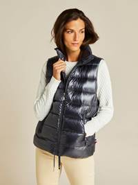 Louisa Downvest 7239115_EHH-JEANPAULFEMME-A19-Modell-front_6626_Louisa Downvest EHH.jpg_Front||Front